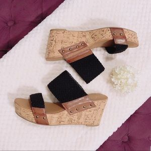 CROWN VINTAGE DOUBLE TROUBLE WEDGE HEEL SANDALS 9M